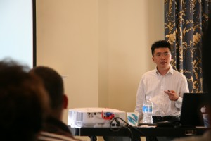 Taekhip Ha, the keynote speaker of the Ninth Annual Molecular Biophysics Retreat speaks to guests.