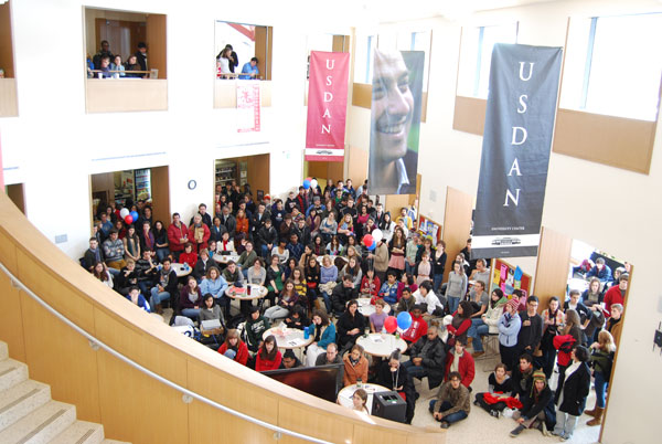 The audience fills Usdan University Center. (Photo by Olivia Bartlett)
