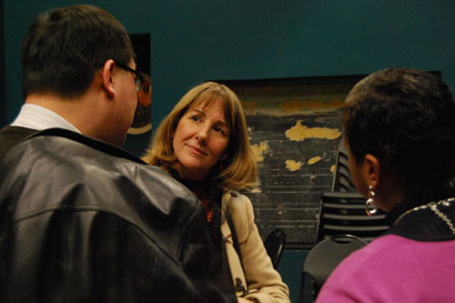 Anne Marie WHO, center, speaks with Frank Kuan, director of community relations, and Mañjon.
