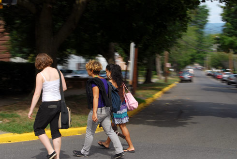Wesleyan students walk to Fisk Hall for their first classes.
