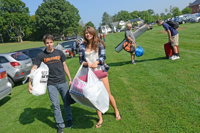 Amy Hood '17 received move-in help from her brother, Peter, 16. The family is from New York City.