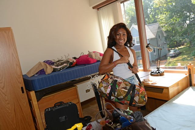 Alexia Warren '17, from Belle Meade, N.J. arrived with her older sister Daphen, 20; brother Patrick, 15; mother Mildred and father Robin. The family helped move Alexia into her Butterfields residence.