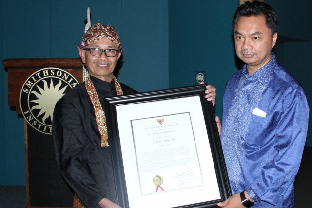 "During the opening ceremony of the festival on Oct. 31, Sumarsam and  Andy McGraw Ph.D. '06 received a ""Certificate of Appreciation"" for their role in strengthening the ties of friendship between Indonesia and the U.S. The event was attended by the Indonesian Ambassador, the Smithsonian museum director, the Sultan of Yogyakarta, the Director General of Indonesian, Cultural Attache of Indonesia, and many others."
