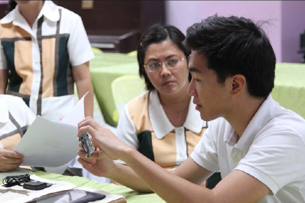 BUKO founder Joaquin Benares '15 explains BUKO components to teachers in the Philippines.