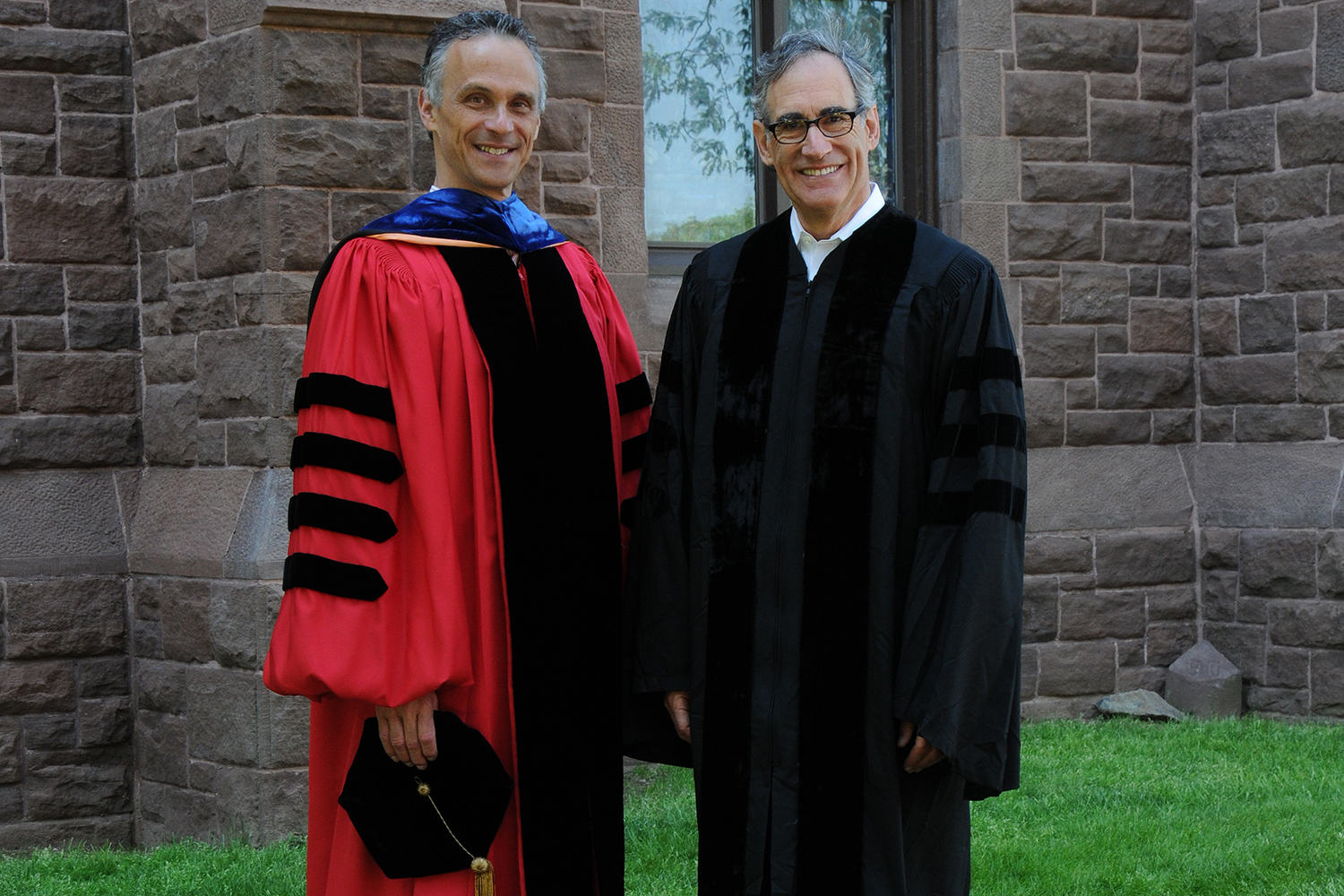 President Michael Roth awarded Alan Dachs '70, Hon '07, P'98 with the Raymond E. Baldwin Medal on May 24. (Photo by John Van Vlack)