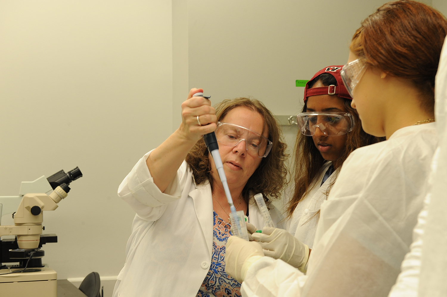 Summer Session students perform an experiment in Research Associate Rosemarie Doris's Biology I lab.