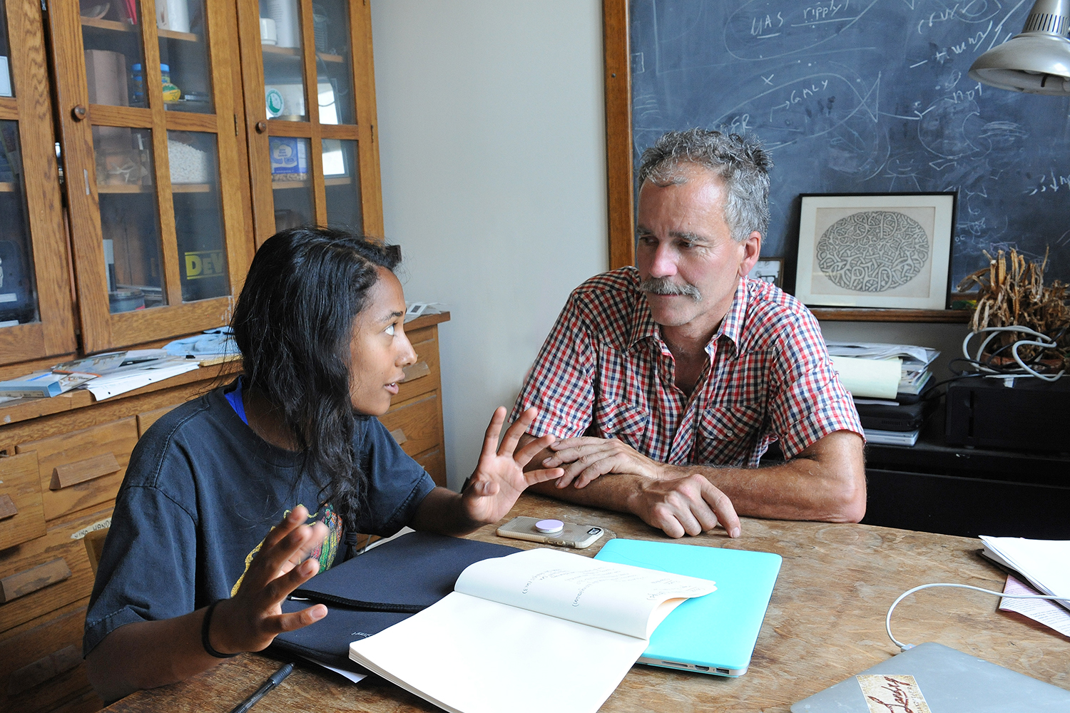 Stephen Devoto, professor of biology, professor of neuroscience and behavior, met with with Meghan Jain '19.