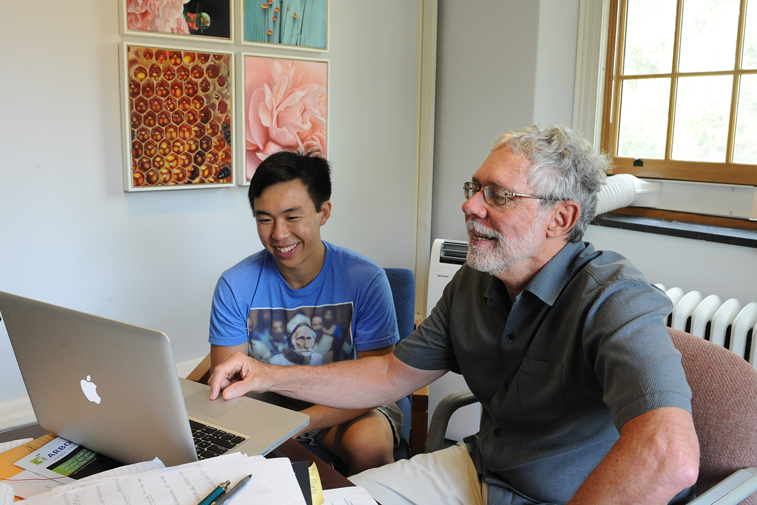 Bill Herbst, the John Monroe Van Vleck Professor of Astronomy, met with Jonathan Oh '19.