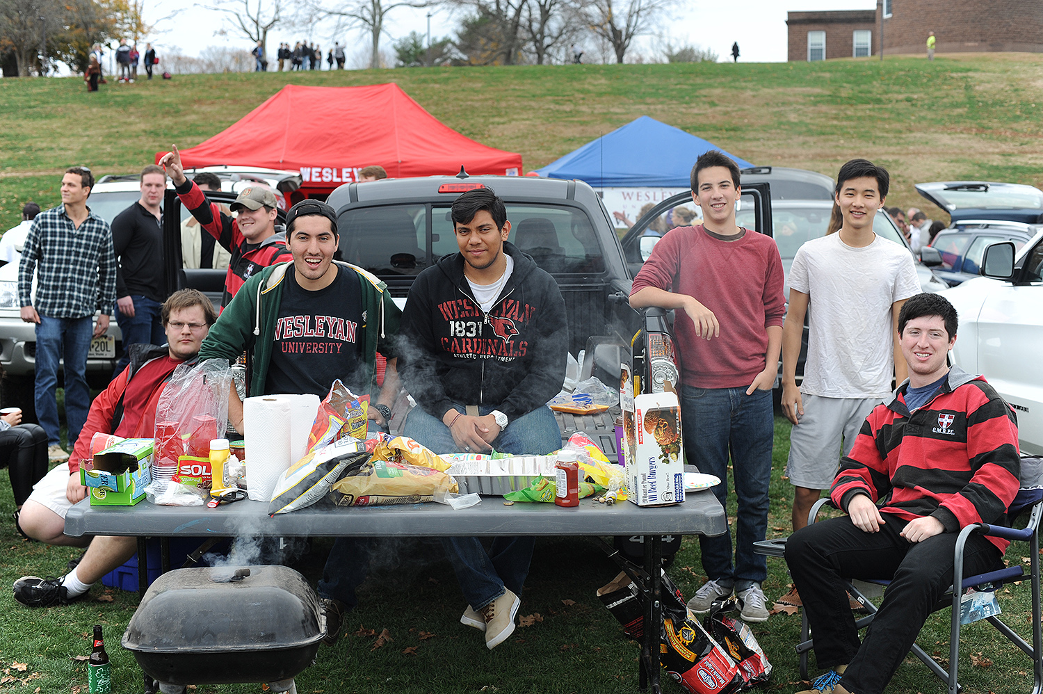 Members of the Wesleyan community, friends and family gathered on Andrus Field on Nov. 7 for tailgaiting before the Homecoming football game against rival Wlliams College. (Photo by Olivia Drake MALS '08)