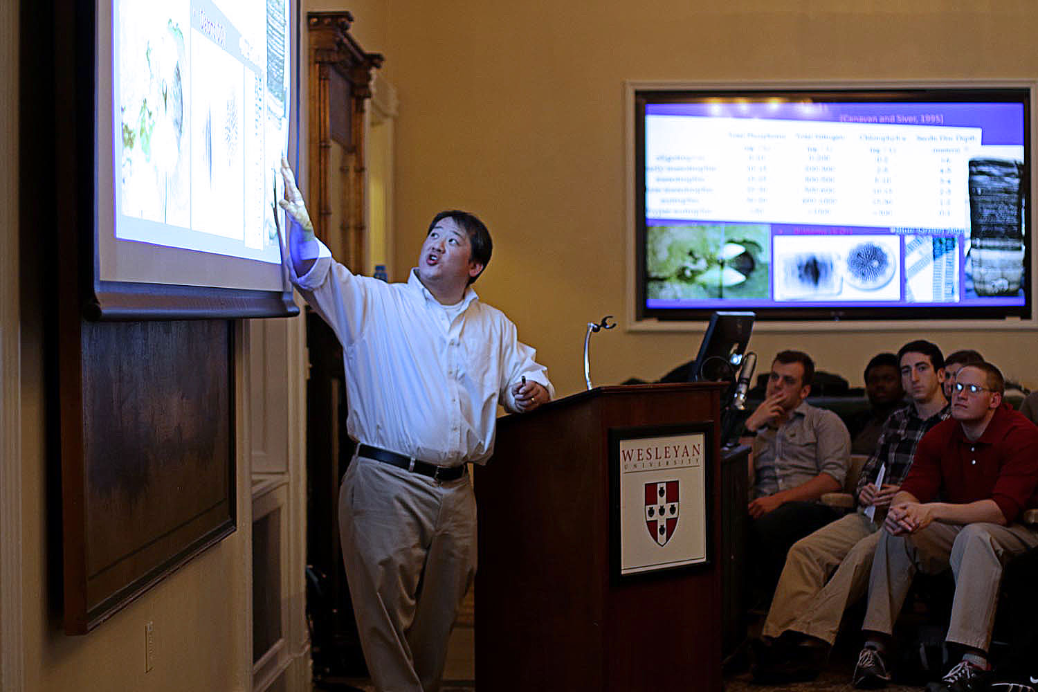 Timothy Ku, associate professor of Earth and Environmental Science, introduces the class research.
