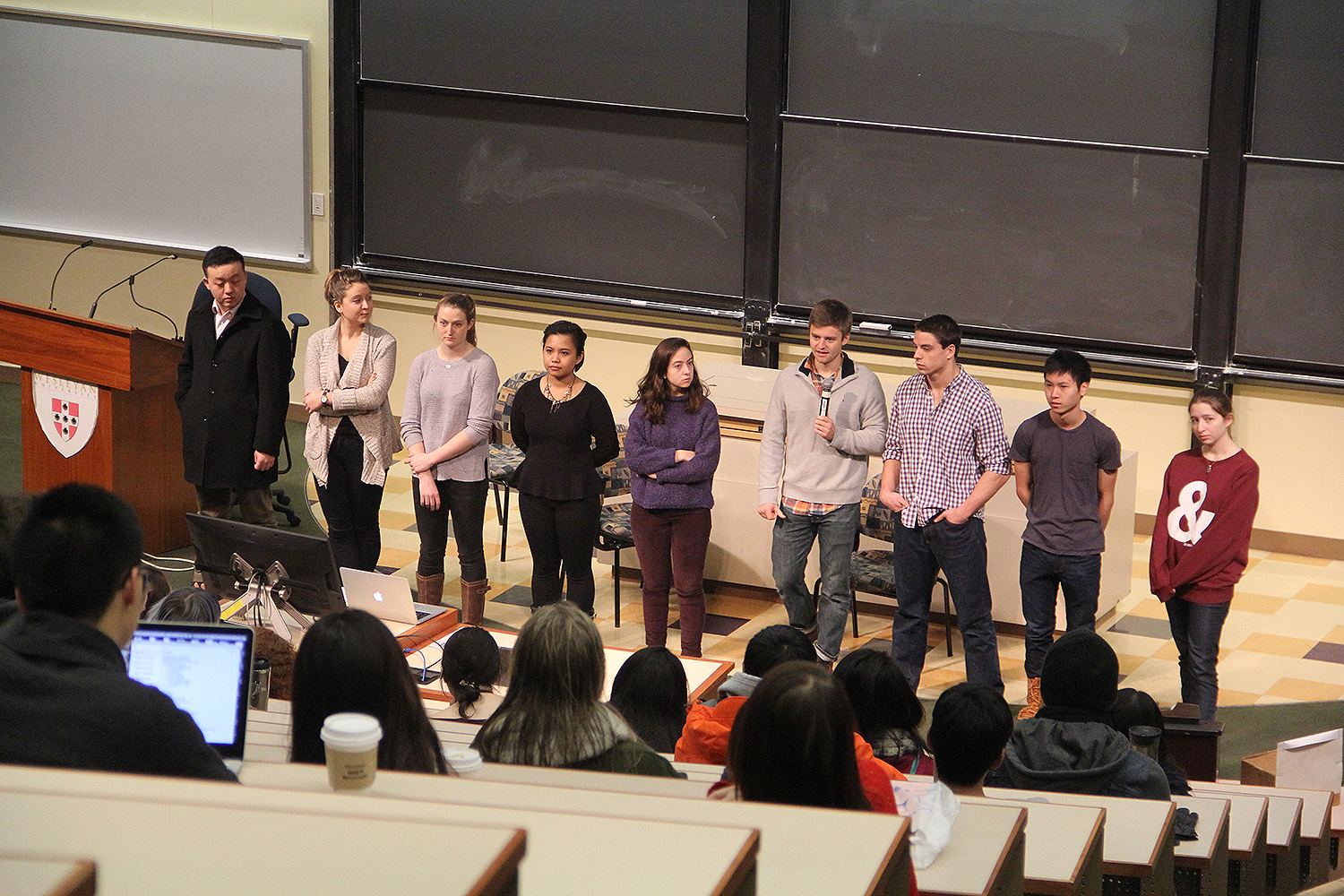 Prior to the poster session, students hosted a seminar, focusing on finding a research group.