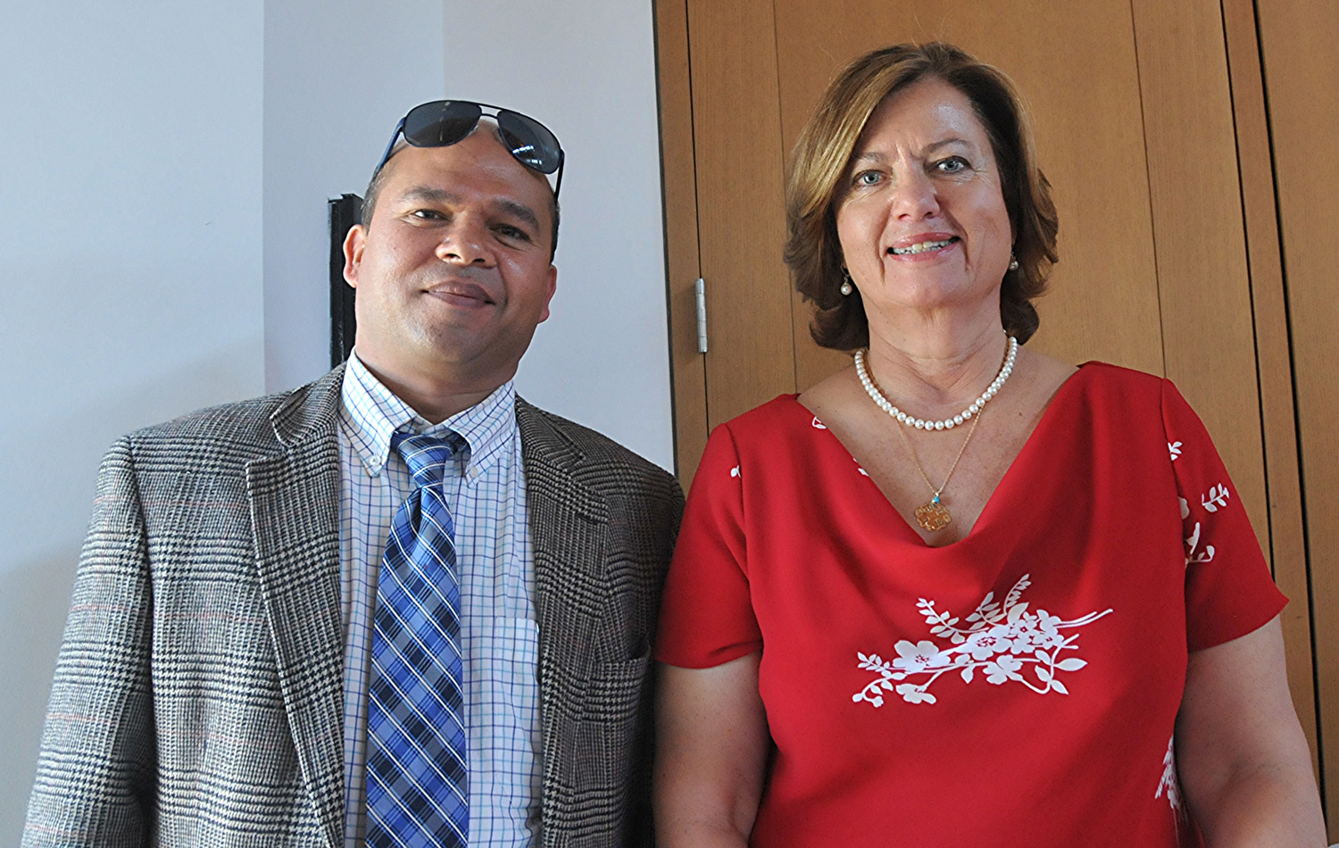 Krishna Panbey, owner of Haveli India, with Purchasing Director Olga Booka, who helped organize the event together with the Campus Activities Committee.