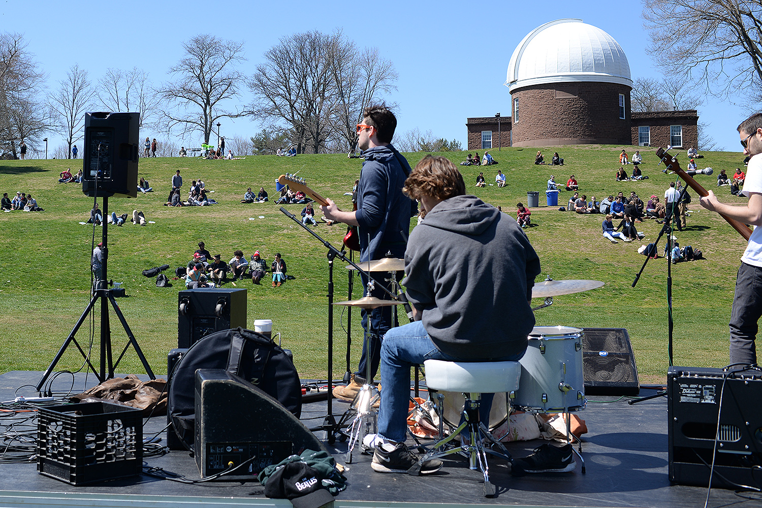 On April 14, admitted students and their families attended a BBQ picnic and concert on Foss Hill. Seven Wesleyan student bands performed for the audience.