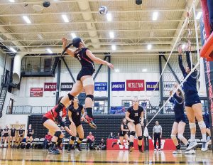 The women's volleyball team finished with a 15-8 record. (Photo by Jonas Powell '18)