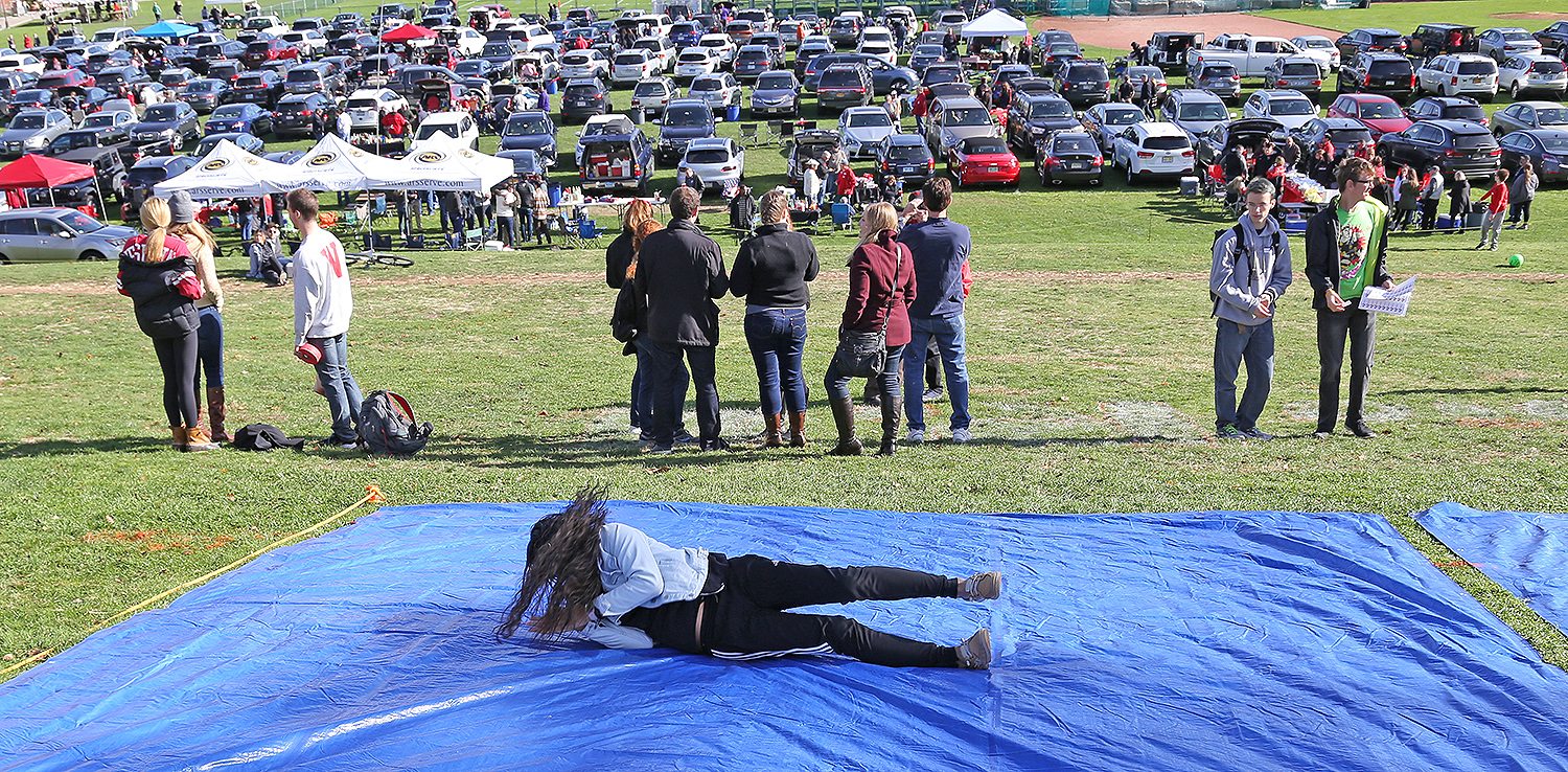 "More than 500 people participated in ""The Big Roll"" on Foss Hill during HCFW."