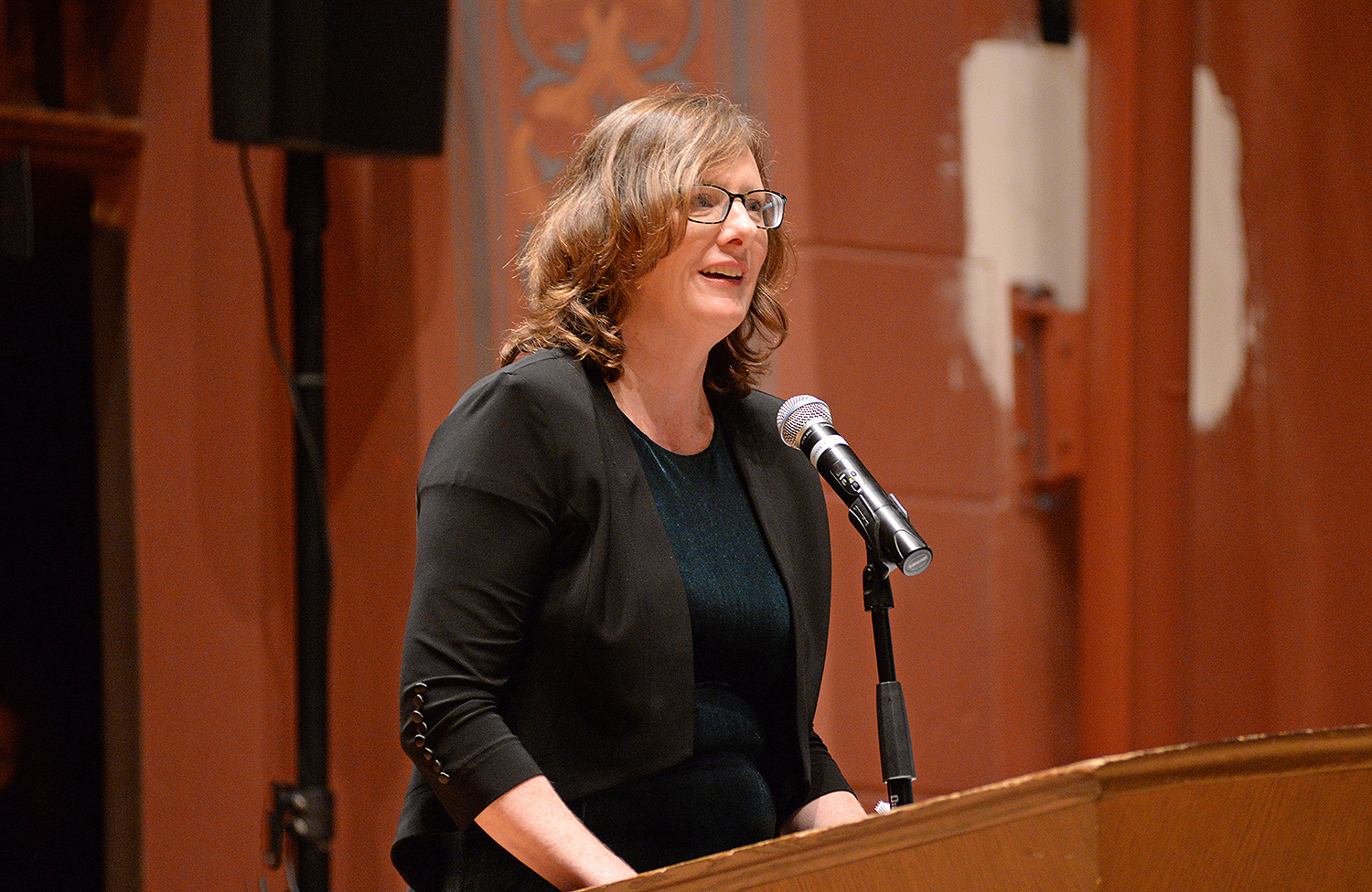 Jennifer Tucker, associate professor of history, associate professor of science in society at Wesleyan introduced Slotkin to the audience. Tucker coordinated the 2017 Shasha Seminar.