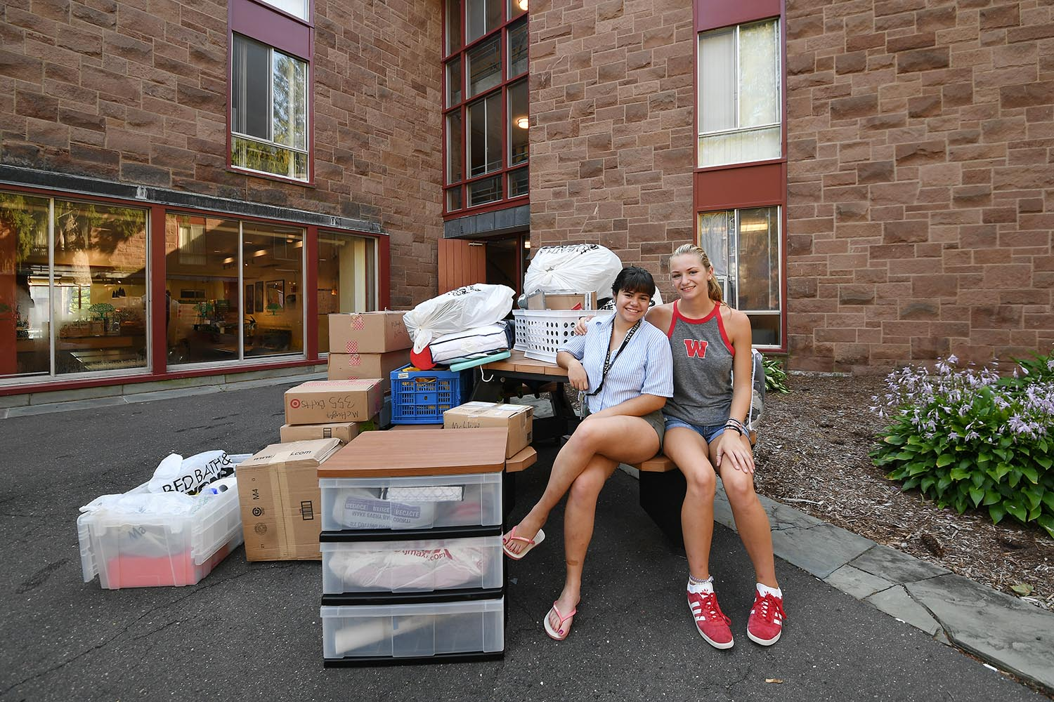 Annabella Machnizh '22, from Mexico City, who arrived early for the International Students Orientation, helped her roommate, Amanda McHugh '22, of Westchester, N.Y,, on arrival day. The two chose to room together, citing similar living habits yet different social circles to make the transition both comfortable and interesting. Both were looking forward to explore a variety of different courses.