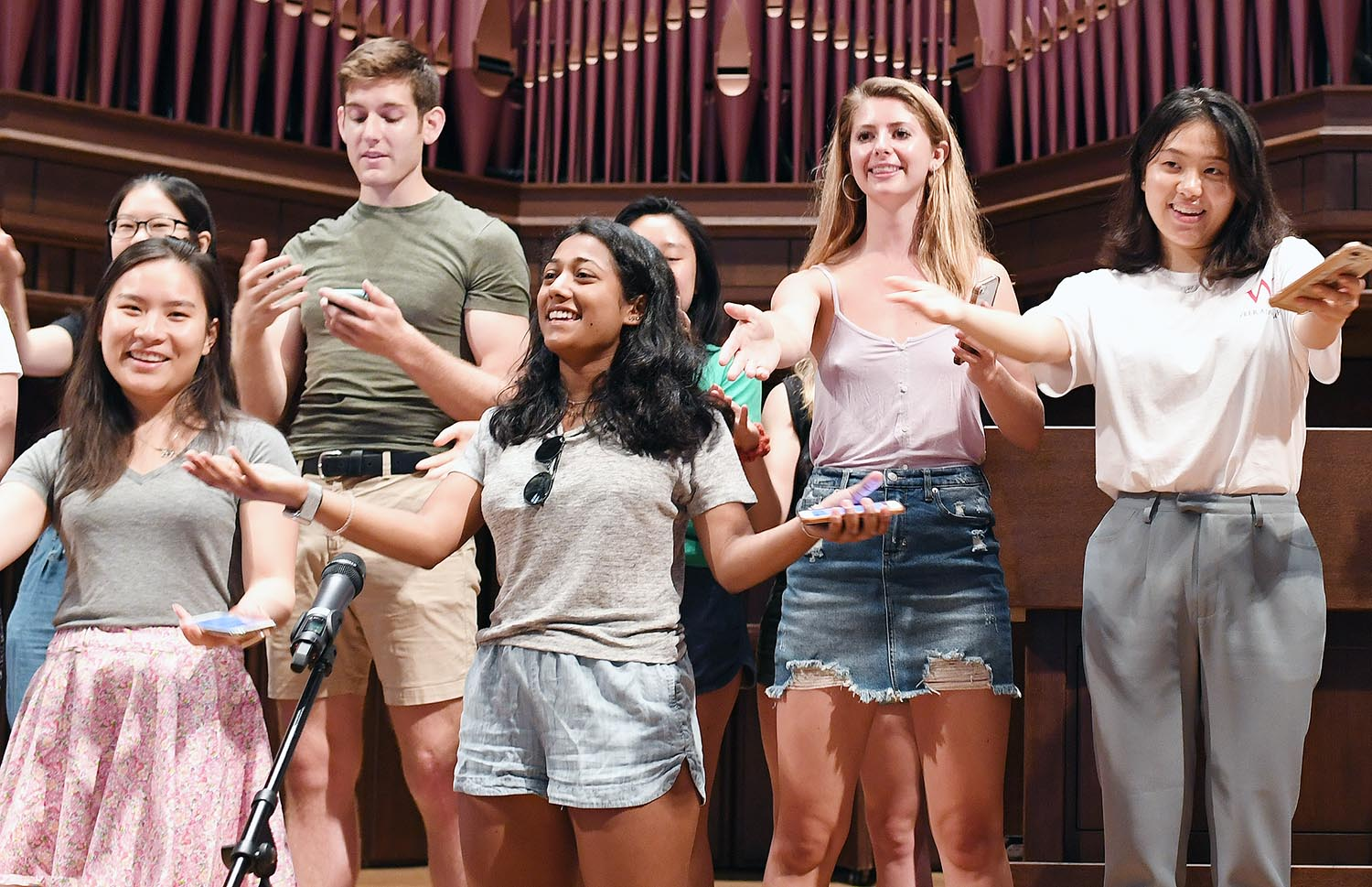 On Aug. 31, Wesleyan's peer advisors wrote and performed a song for the Class of 2022 during a Getting Good Advice workshop, held in conjunction with New Student Orientation.