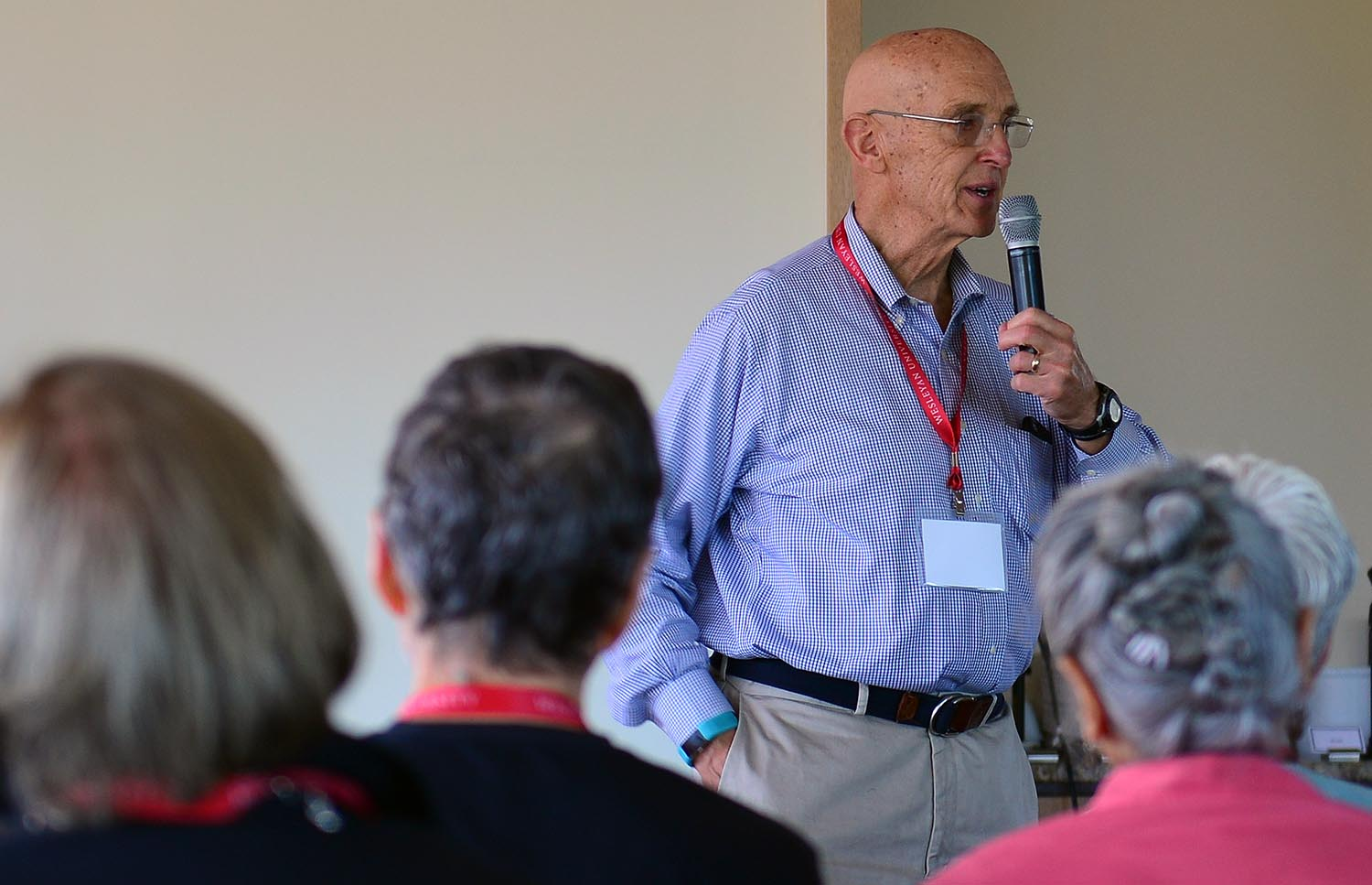 Professor of Psychology Emeritus Karl Scheibe convened the Saturday seminars with an exercise in sharing experiences that he had used in his Dramaturgical Approach to Psychology course.